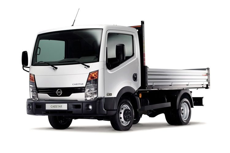 Nissan NT400 Cabstar 35.13 LWB 3.0 dCi DRW 130PS  Dropside Manual front view